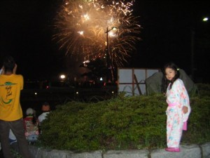 Little girl watching the hanabi in her yukata
